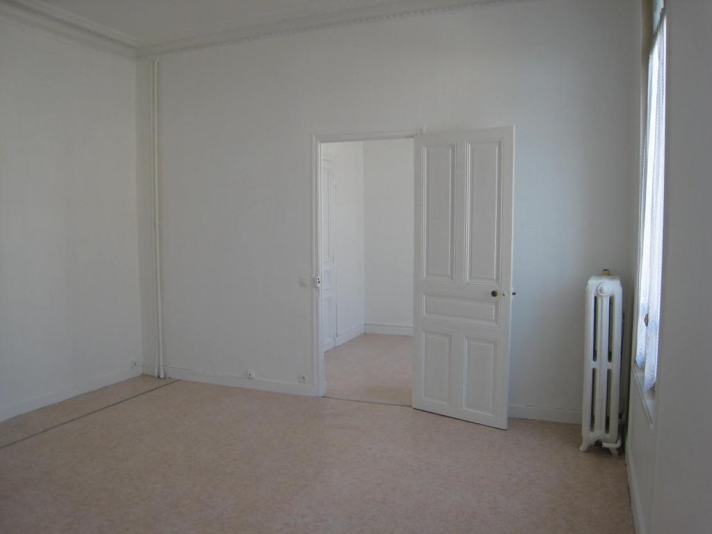 location d 39 appartement t1 de particulier reims 400 33 m. Black Bedroom Furniture Sets. Home Design Ideas
