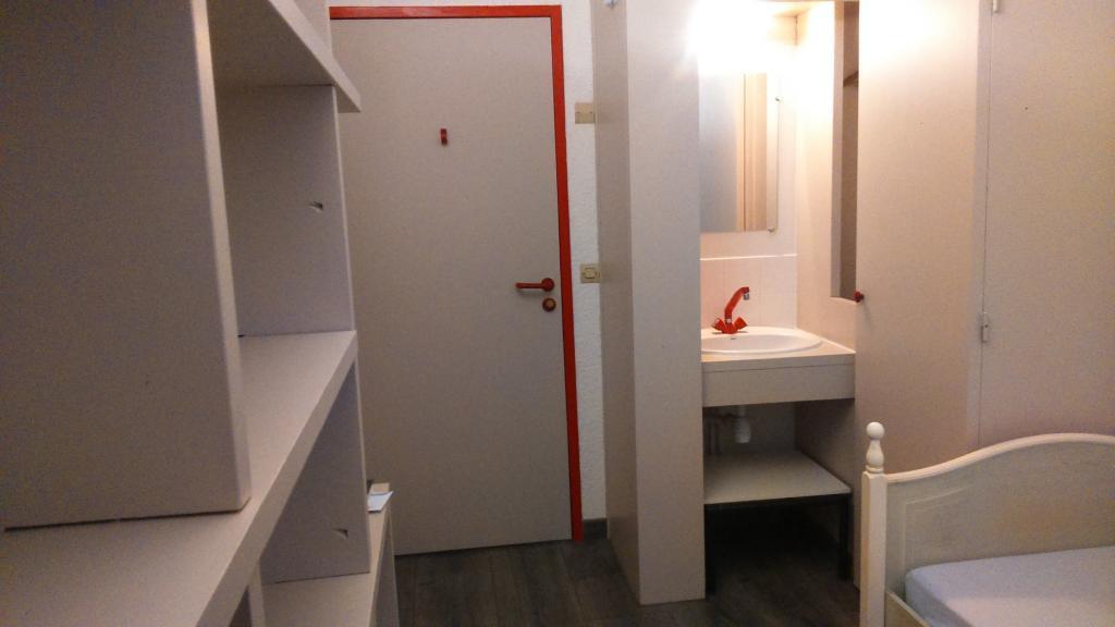 location de chambre meubl e entre particuliers rennes 320 9 m. Black Bedroom Furniture Sets. Home Design Ideas