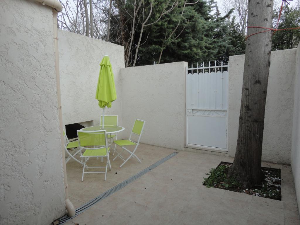 location de studio meubl entre particuliers marignane 680 30 m. Black Bedroom Furniture Sets. Home Design Ideas