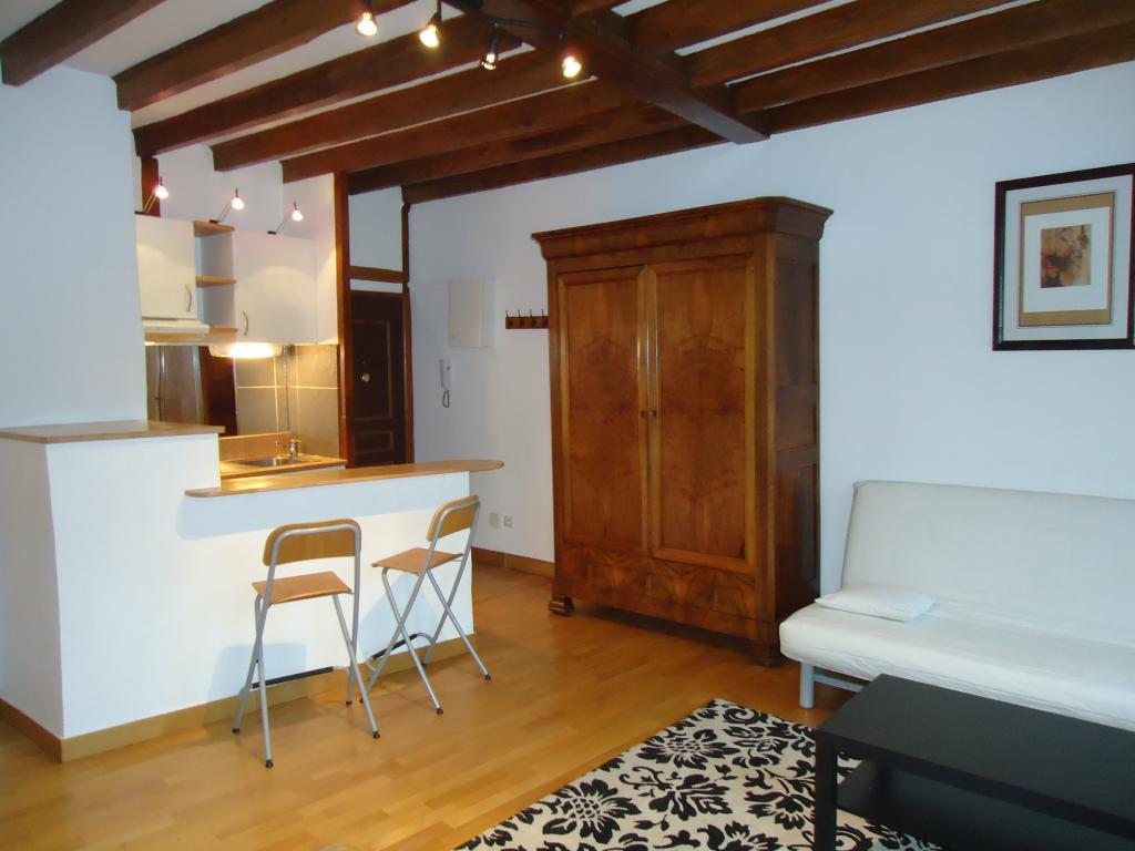location de studio meubl entre particuliers lyon 69005 600 27 m. Black Bedroom Furniture Sets. Home Design Ideas