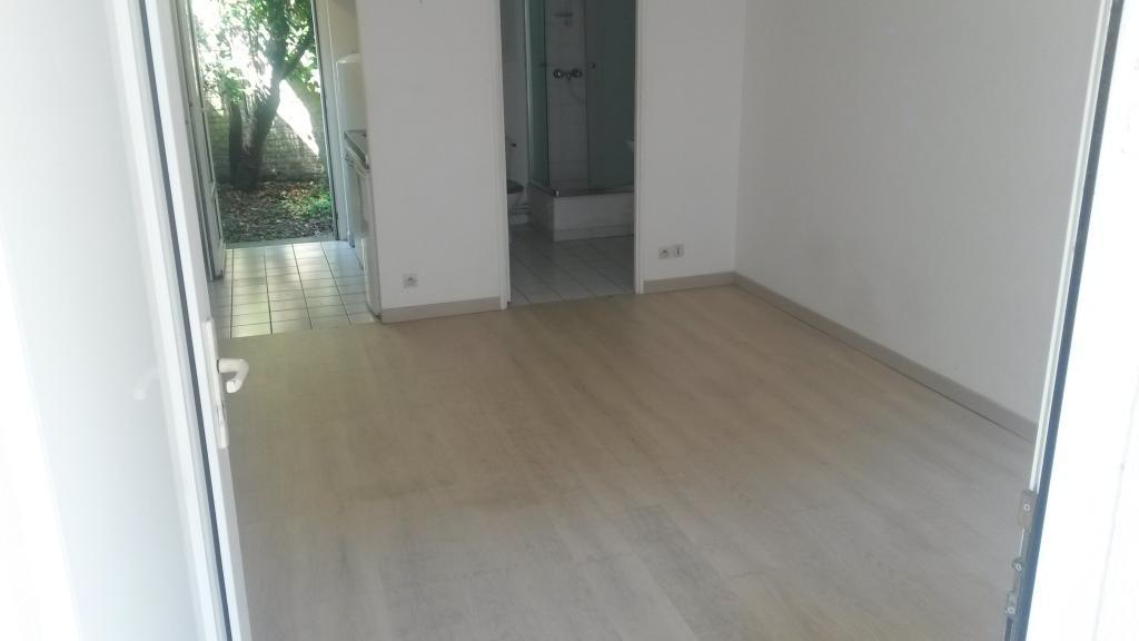 location de studio de particulier lille 440 20 m. Black Bedroom Furniture Sets. Home Design Ideas