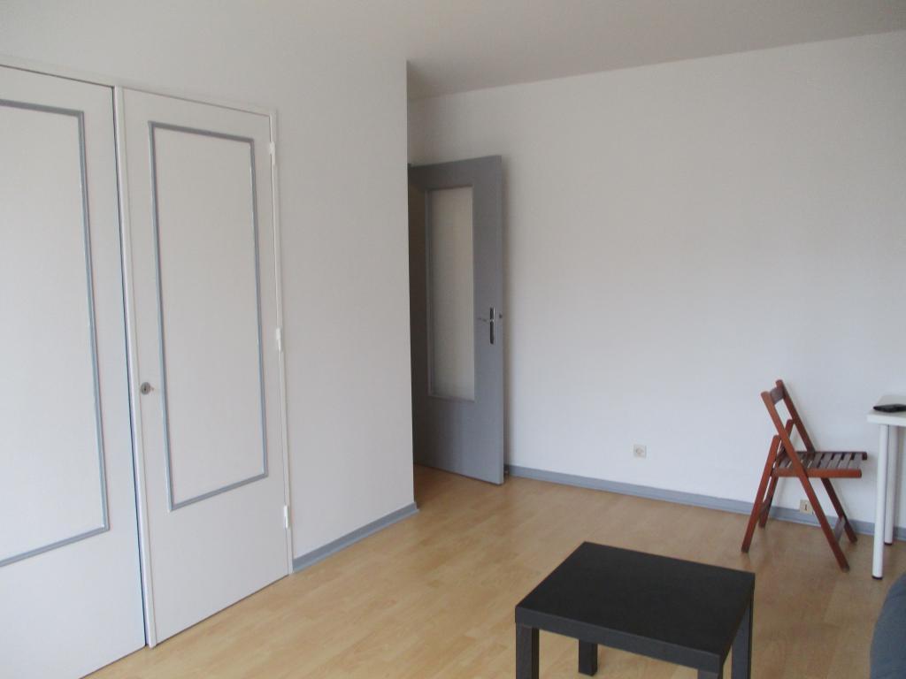 location d 39 appartement t1 meubl entre particuliers dijon 410 30 m. Black Bedroom Furniture Sets. Home Design Ideas
