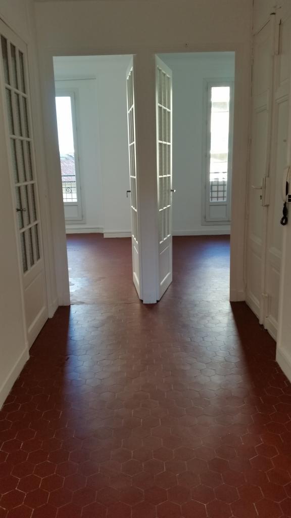 location d 39 appartement t3 entre particuliers marseille 13004 935 73 m. Black Bedroom Furniture Sets. Home Design Ideas