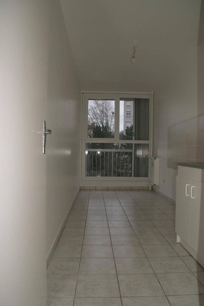 location d 39 appartement t2 sans frais d 39 agence st etienne 560 53 m. Black Bedroom Furniture Sets. Home Design Ideas