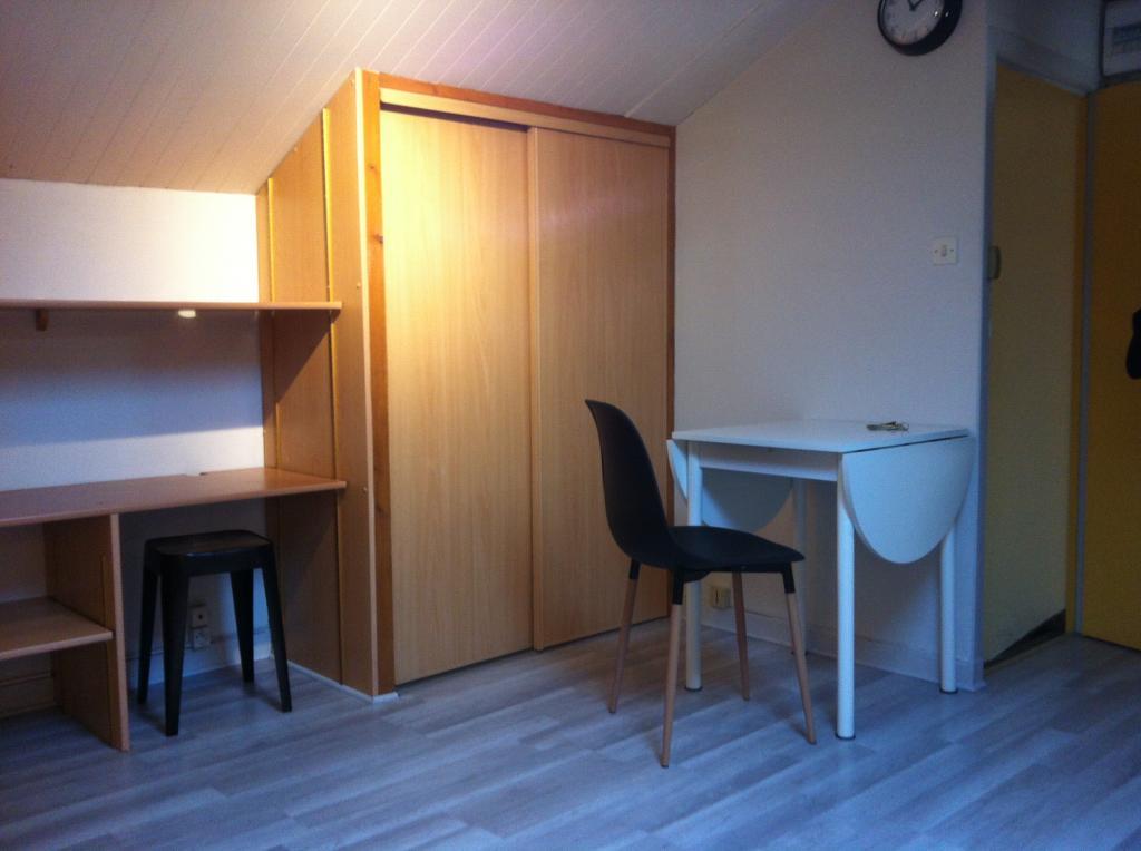 location de studio meubl sans frais d 39 agence poitiers 295 18 m. Black Bedroom Furniture Sets. Home Design Ideas
