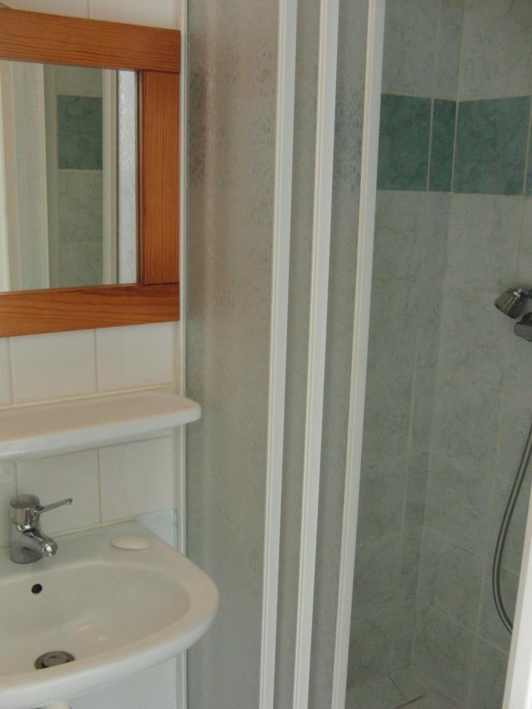 location de studio meubl entre particuliers brest 319 25 m. Black Bedroom Furniture Sets. Home Design Ideas