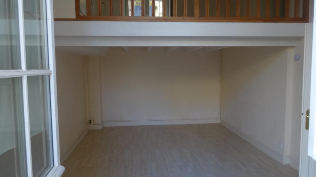location d 39 appartement t3 sans frais d 39 agence chartres 695 65 m. Black Bedroom Furniture Sets. Home Design Ideas