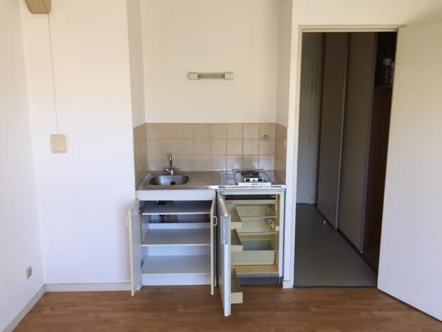 location de studio de particulier angers 300 20 m. Black Bedroom Furniture Sets. Home Design Ideas