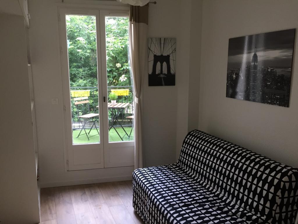 location de studio meubl entre particuliers issy les moulineaux 710 16 m. Black Bedroom Furniture Sets. Home Design Ideas