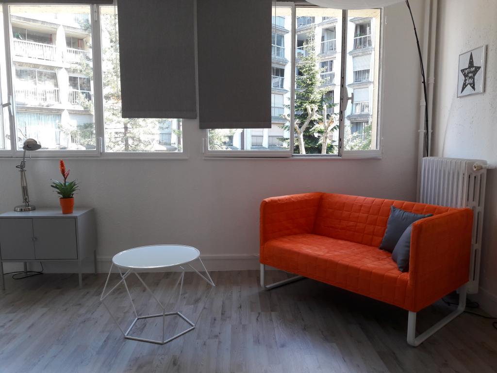location d 39 appartement t2 meubl de particulier paris 75020 980 25 m. Black Bedroom Furniture Sets. Home Design Ideas