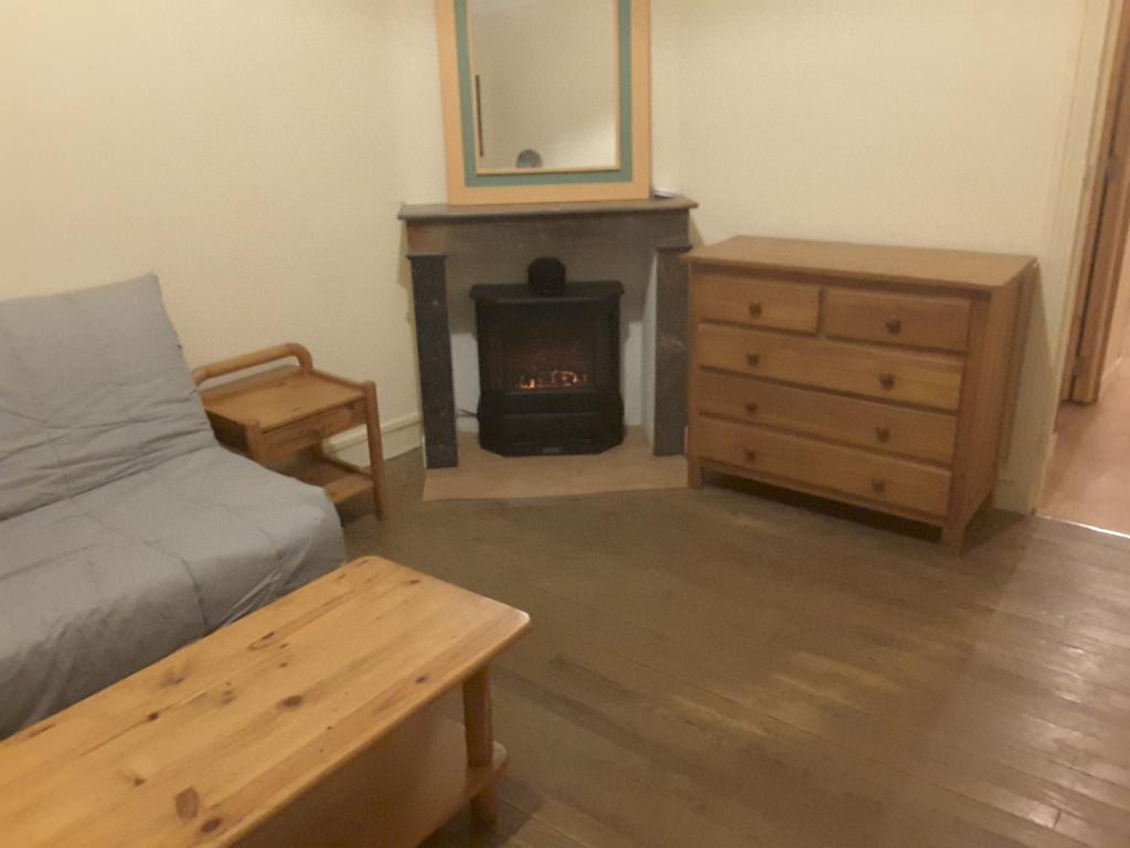 location d 39 appartement t1 de particulier lorient 330 30 m. Black Bedroom Furniture Sets. Home Design Ideas