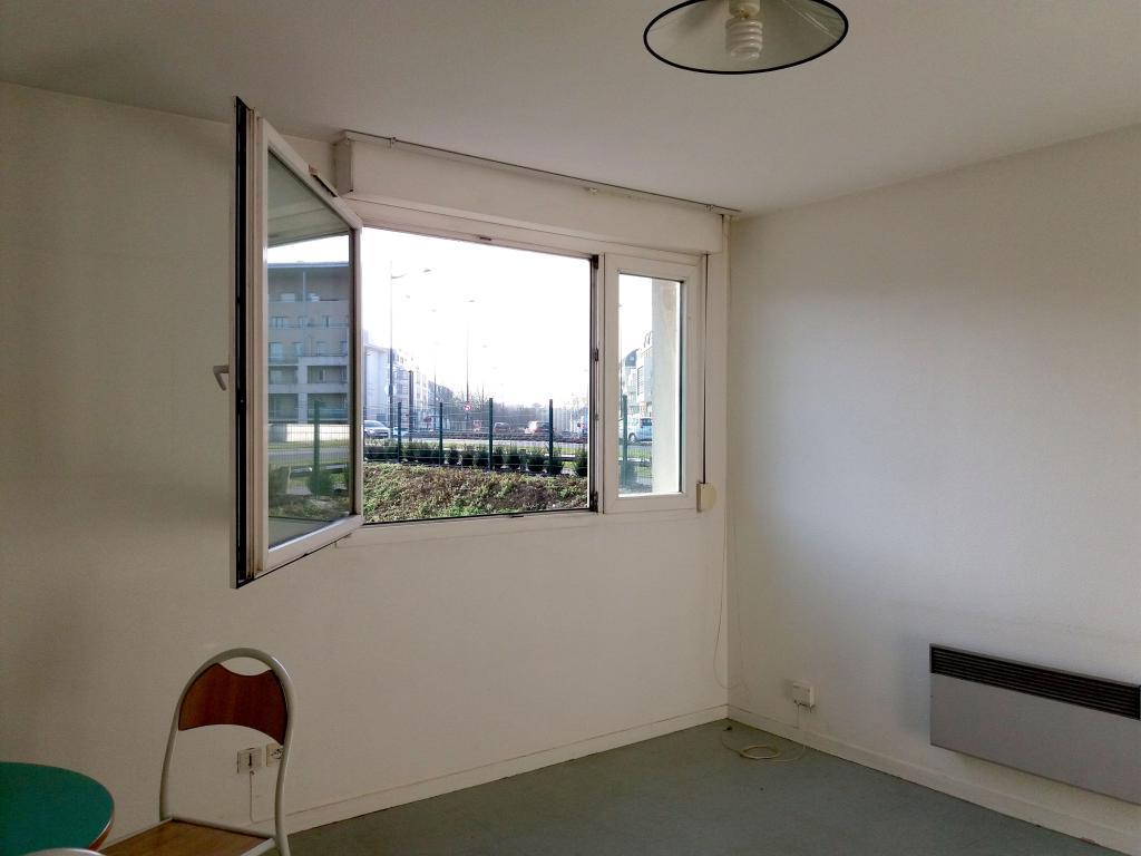 Location de studio de particulier orleans 360 25 m for Location garage orleans particulier