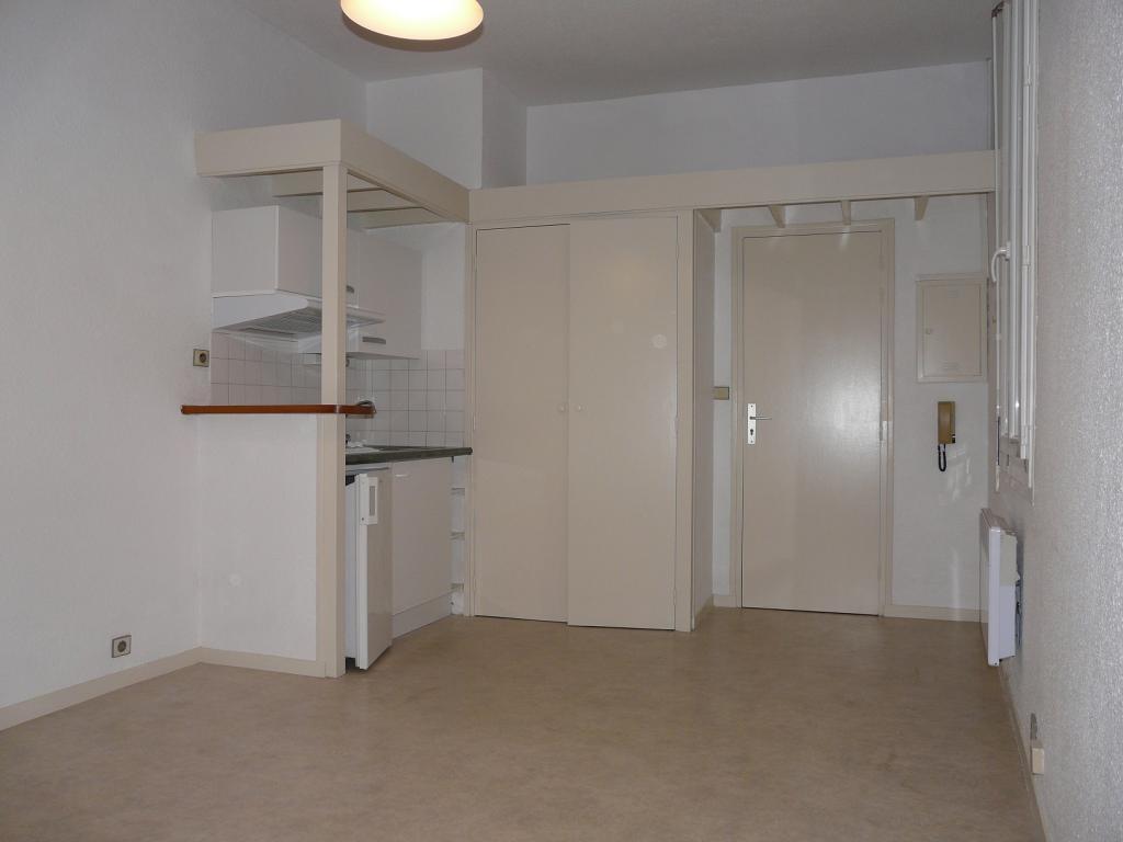 Location de studio entre particuliers bordeaux 490 for Studio louer bordeaux