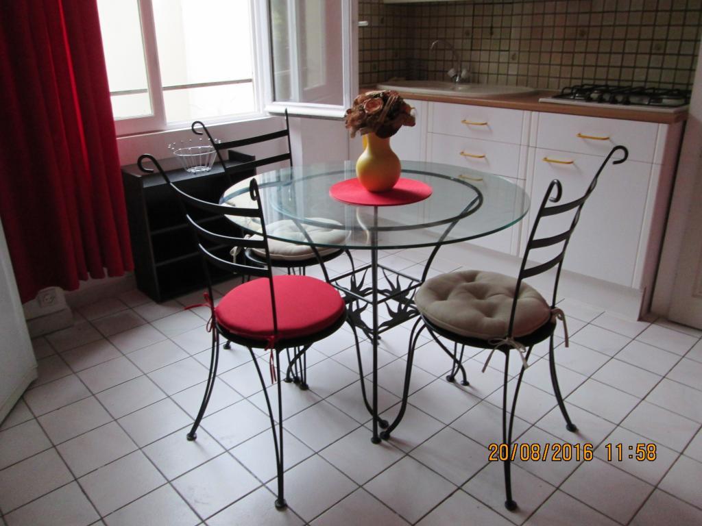 location d 39 appartement t2 meubl entre particuliers lyon 69007 750 39 m. Black Bedroom Furniture Sets. Home Design Ideas
