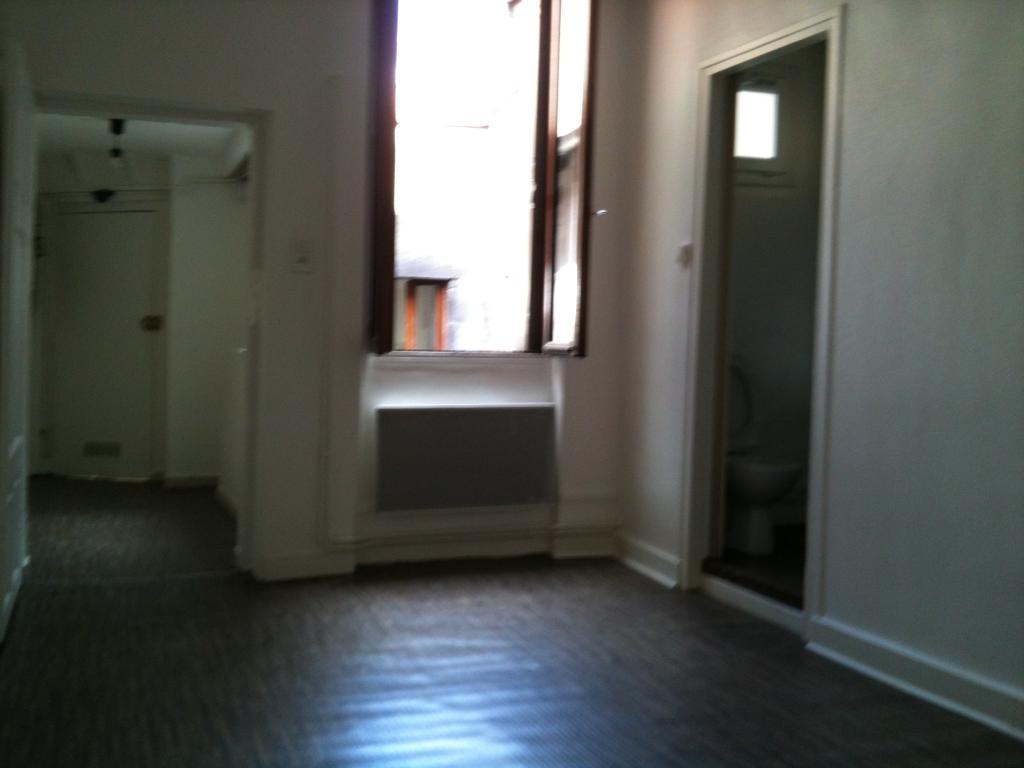location de studio entre particuliers clermont ferrand. Black Bedroom Furniture Sets. Home Design Ideas