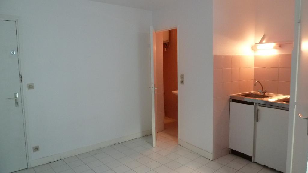 location de studio de particulier particulier angers 274 16 m. Black Bedroom Furniture Sets. Home Design Ideas