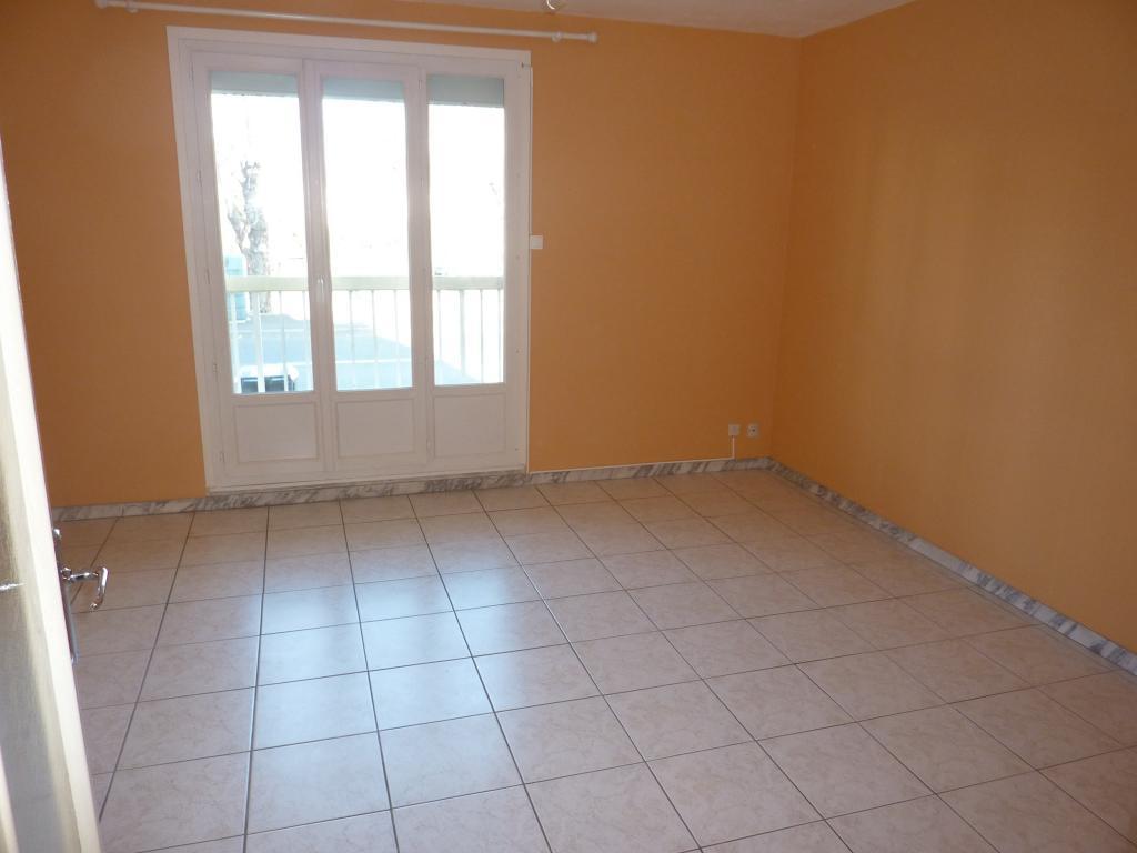 location d 39 appartement t1 entre particuliers clermont ferrand 430 33 m. Black Bedroom Furniture Sets. Home Design Ideas