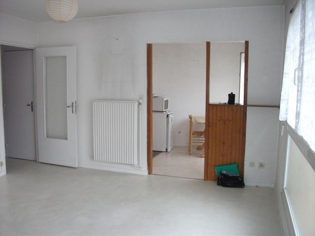 location de studio de particulier st etienne 385 31 m. Black Bedroom Furniture Sets. Home Design Ideas