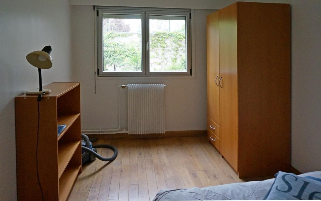 location d 39 appartement t2 meubl de particulier paris 75020 1305 44 m. Black Bedroom Furniture Sets. Home Design Ideas