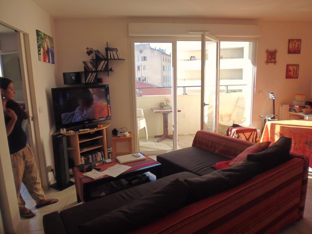 location d 39 appartement t2 de particulier marseille 13010 750 42 m. Black Bedroom Furniture Sets. Home Design Ideas