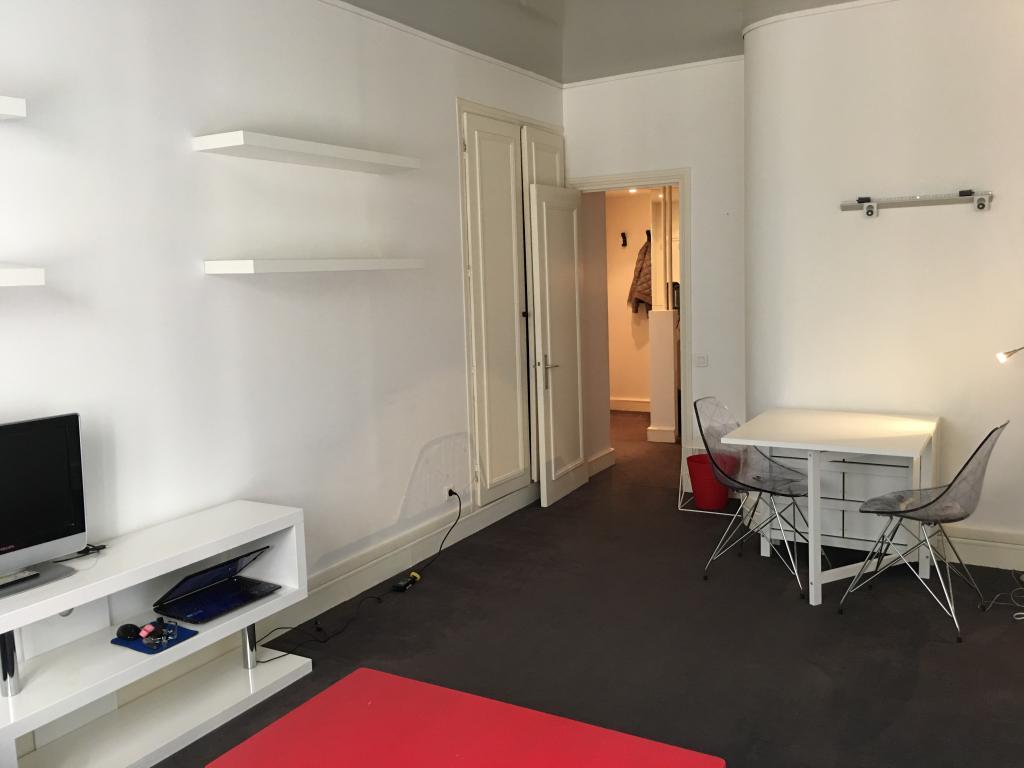 Location de studio meubl de particulier paris 75016 for Location meuble paris particulier