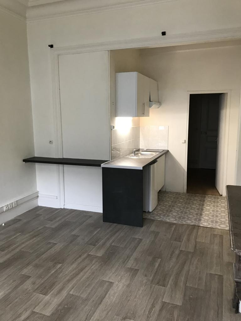 particulier location appartement de 35m lille location appartement. Black Bedroom Furniture Sets. Home Design Ideas