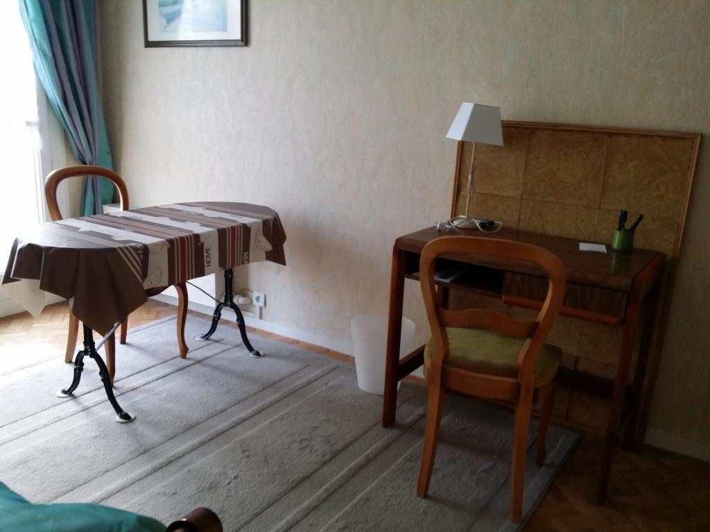 location de chambre meubl e de particulier particulier rennes 330 12 m. Black Bedroom Furniture Sets. Home Design Ideas