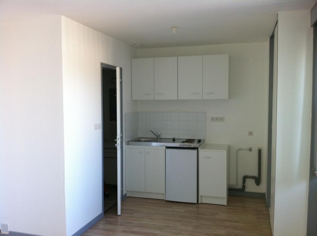 location d 39 appartement t1 de particulier amiens 440 26 m. Black Bedroom Furniture Sets. Home Design Ideas