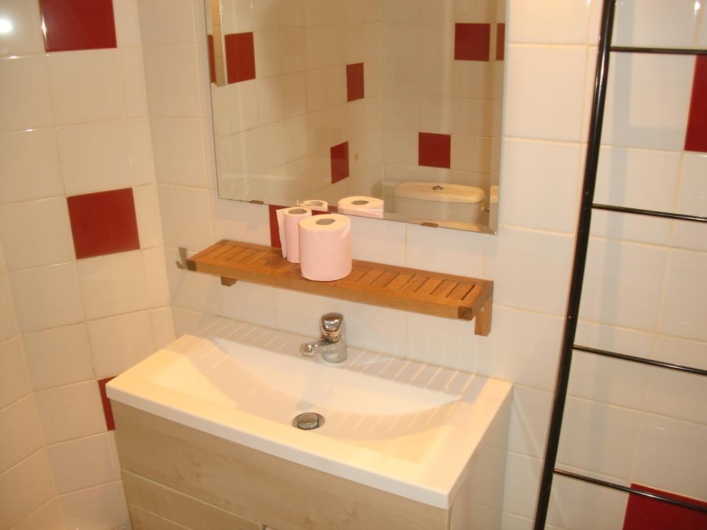 location d 39 appartement t1 sans frais d 39 agence aix en provence 700 38 m. Black Bedroom Furniture Sets. Home Design Ideas