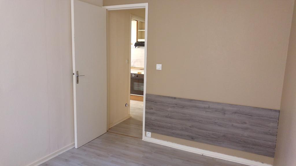 location d 39 appartement t2 sans frais d 39 agence bourgoin. Black Bedroom Furniture Sets. Home Design Ideas