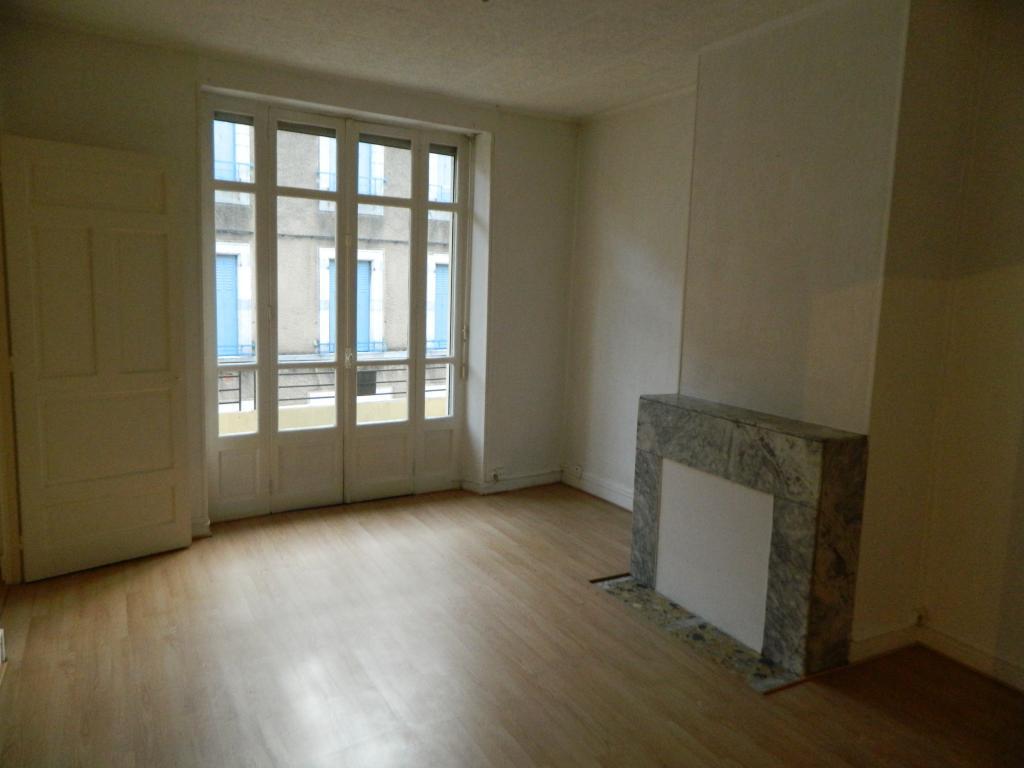 location d 39 appartement t3 de particulier particulier tarbes 500 80 m. Black Bedroom Furniture Sets. Home Design Ideas