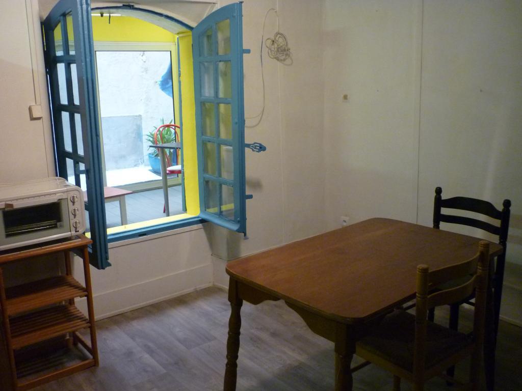 location de studio meubl entre particuliers marseille 13001 480 32 m. Black Bedroom Furniture Sets. Home Design Ideas
