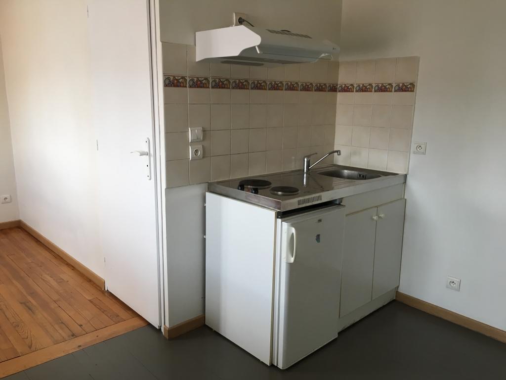 location de studio de particulier particulier tarbes 330 20 m. Black Bedroom Furniture Sets. Home Design Ideas
