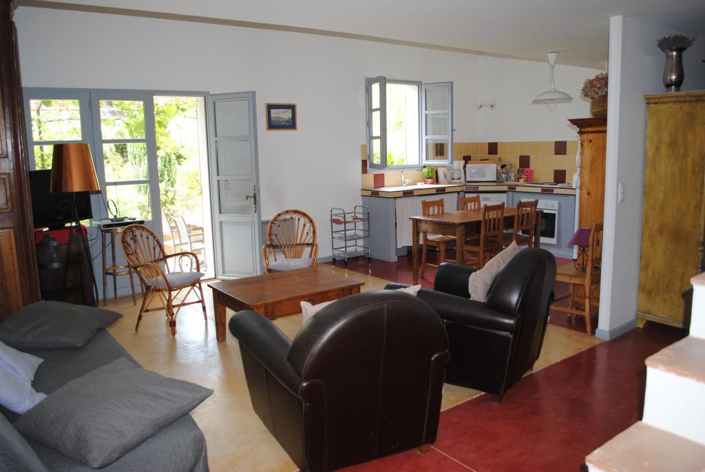 location de maison f3 meubl e de particulier particulier vaison la romaine 800 85 m. Black Bedroom Furniture Sets. Home Design Ideas