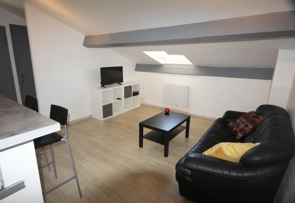 location d 39 appartement t2 meubl entre particuliers toulon 580 39 m. Black Bedroom Furniture Sets. Home Design Ideas