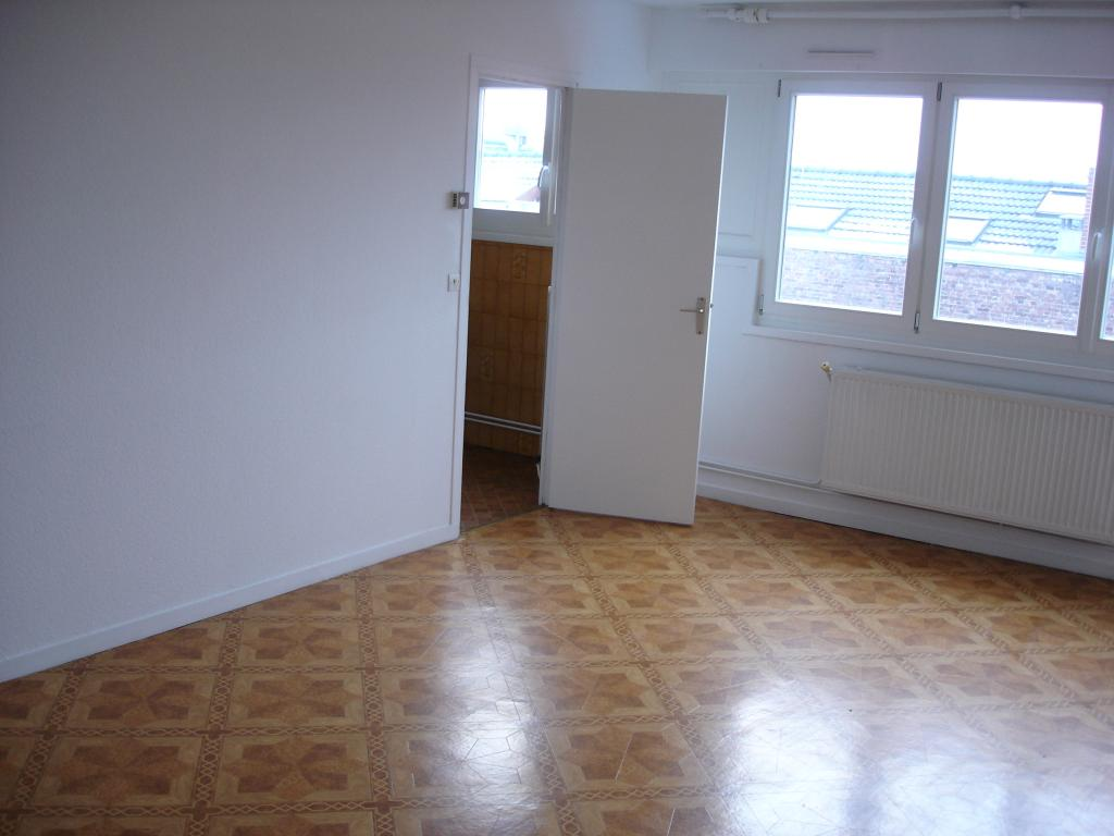 location de studio de particulier lambersart 505 33 m. Black Bedroom Furniture Sets. Home Design Ideas