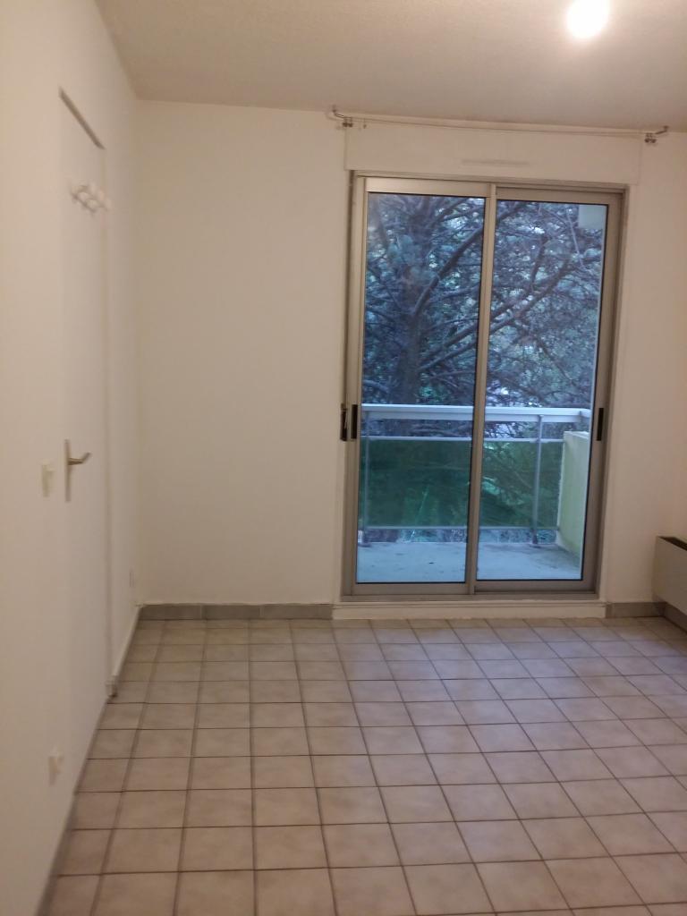 appartement de 40m2 louer sur montpellier location appartement. Black Bedroom Furniture Sets. Home Design Ideas