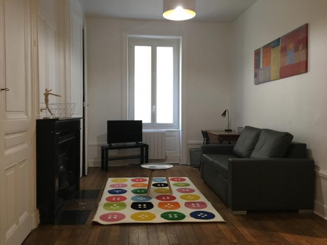 location appartement meuble lyon 7eme arrondissement. Black Bedroom Furniture Sets. Home Design Ideas