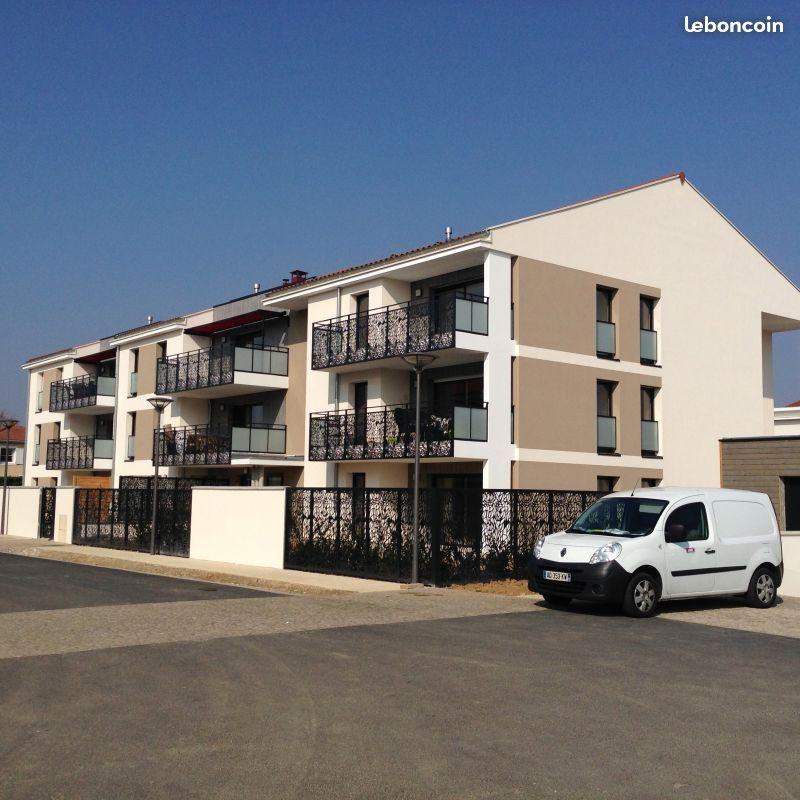 location d 39 appartement t3 de particulier particulier meyzieu 810 63 m. Black Bedroom Furniture Sets. Home Design Ideas