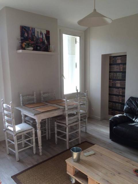 location de particulier au pradet. Black Bedroom Furniture Sets. Home Design Ideas