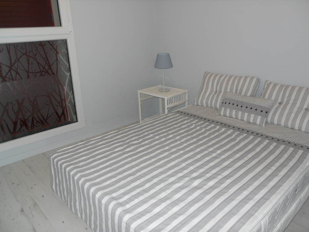 annonce chambre en colocation chambray les tours 430. Black Bedroom Furniture Sets. Home Design Ideas