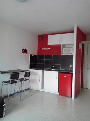 Studio Meublé à Louer à St Etienne   345 U20ac