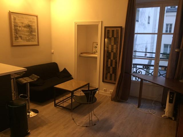 Location appartement T2 Paris 04 - Photo 1