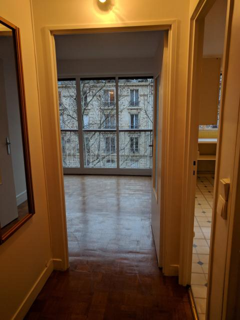 Location appartement T2 Paris 18 - Photo 1