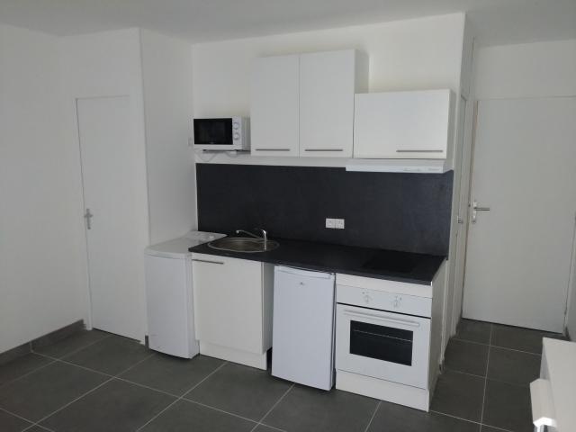 location de studio meubl de particulier marseille 13003 500 20 m. Black Bedroom Furniture Sets. Home Design Ideas