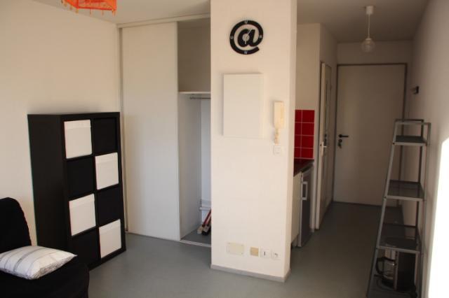 location de studio de particulier rennes 420 21 m. Black Bedroom Furniture Sets. Home Design Ideas