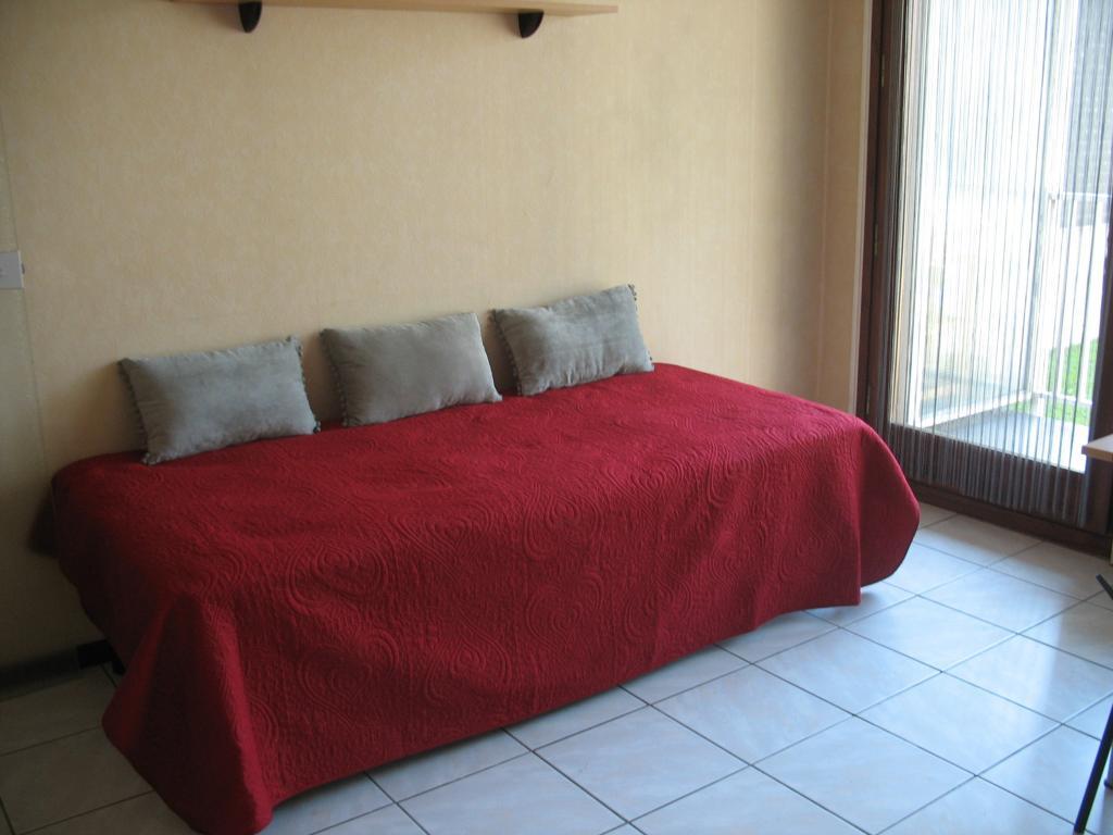 de particulier particulier studio chamb ry 19m location appartement. Black Bedroom Furniture Sets. Home Design Ideas