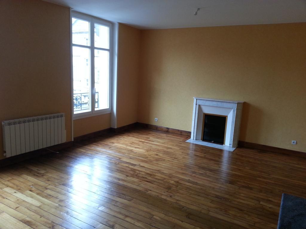Appartement particulier, appartement, de 70m² à Ayvelles