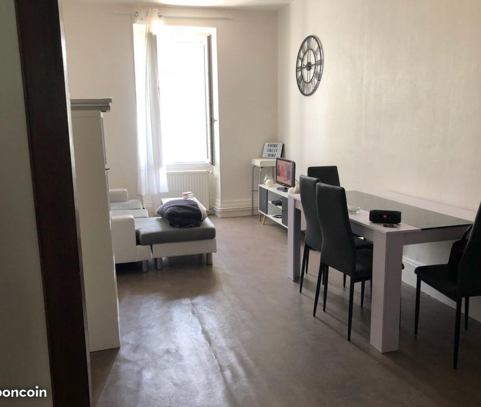 Location immobilière par particulier, Gannat, type appartement, 66m²