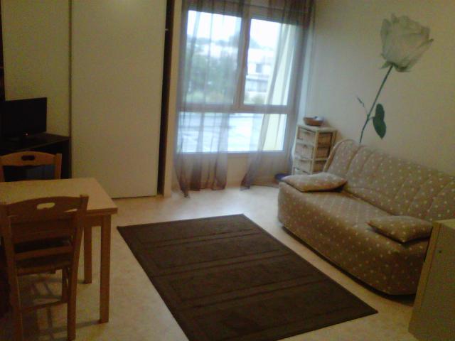 location vend e 85 l 39 ann e entre particuliers. Black Bedroom Furniture Sets. Home Design Ideas